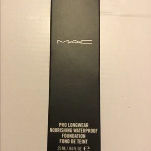 MAC Prolongwear Waterproof Foundation NC15 BNIB